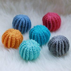 Katoenbolletjes in zes kleuren